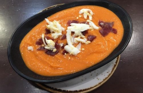 A refreshing bowl of salmorejo.